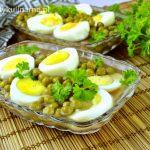 Jajka w galarecie z szynką i groszkiem