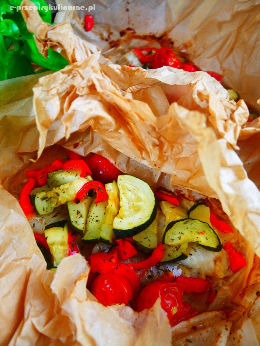 Ryba z warzywami pieczona w papilotach