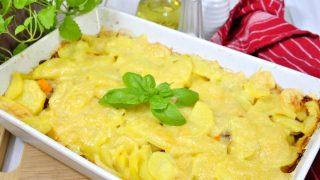 Zapiekanka z ziemniakami, marchewką i kiełbasą