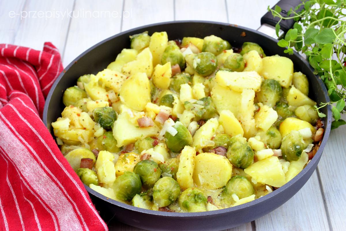 Smażone ziemniaki z brukselką i jajkami