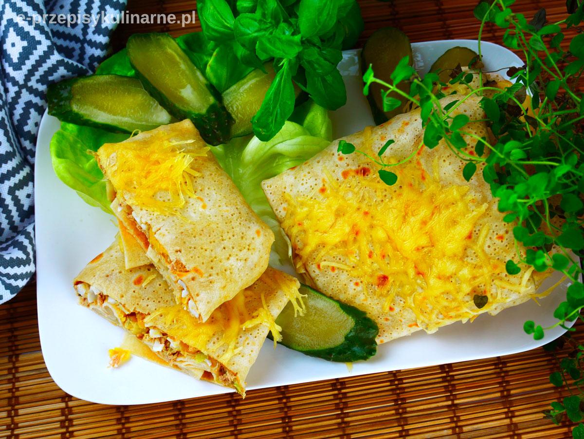 Naleśniki z tuńczykiem zapiekane z serem żółtym