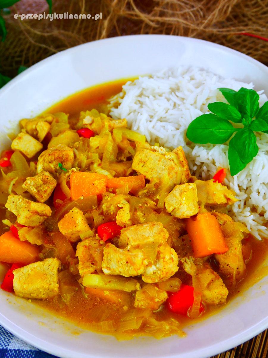 Kurczak curry z brzoskwiniami