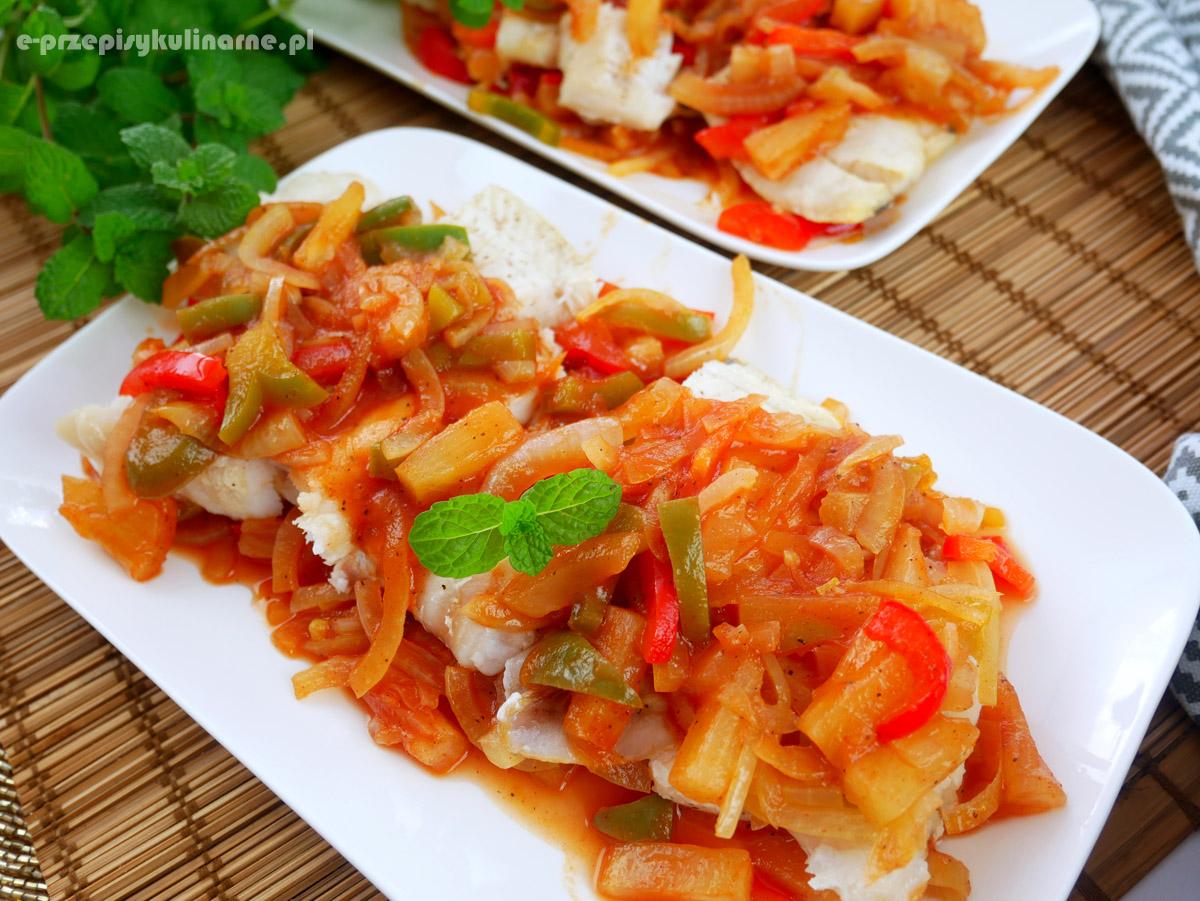 Ryba z ananasem – pyszna przekąska na imprezę lub kolację