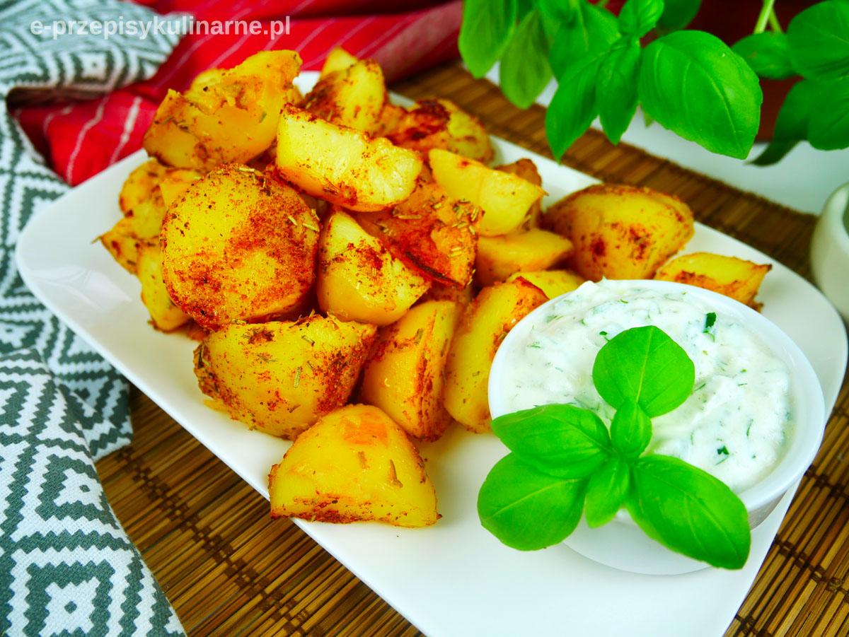 Pieczone ziemniaki z sosem śmietanowym