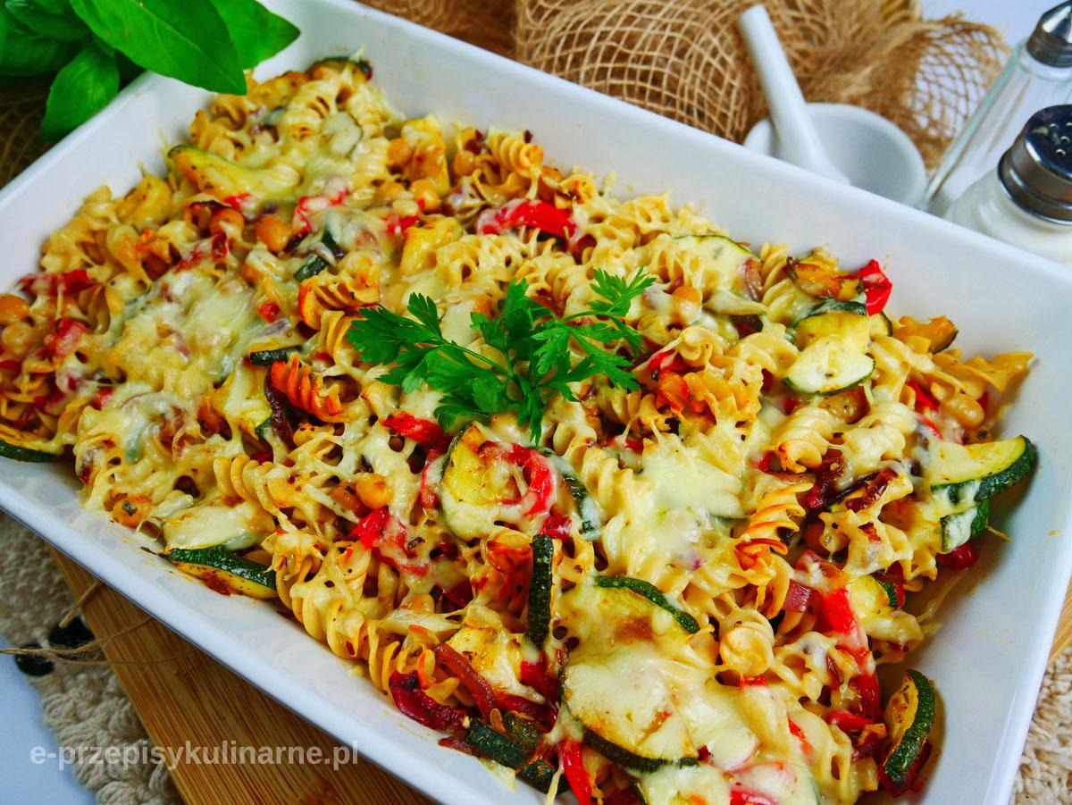 Zapiekanka z makaronu i warzyw - przepis na szybki obiad