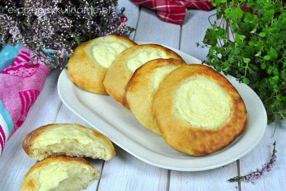 Bułki drożdżowe z serem