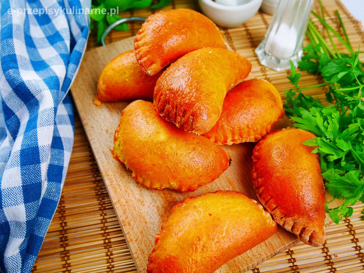 Pierogi drożdżowe z serem i pieczarkami