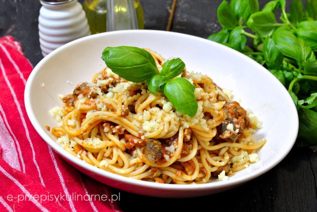 Spaghetti bolognese z wątróbką