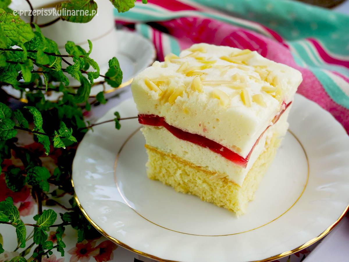 Pianka na biszkopcie – pyszne ciasto piankowe z galaretką