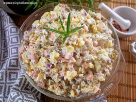 Sałatka z ziemniakami i parówką - prosta i smaczna