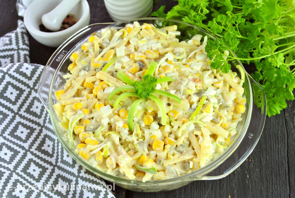 Sałatka z porem i serem żółtym – szybka i smaczna