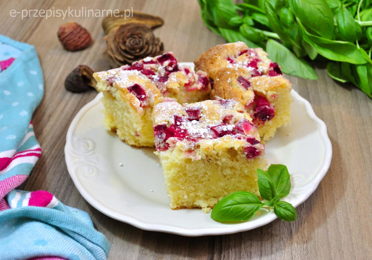 Ucierane ciasto z owocami