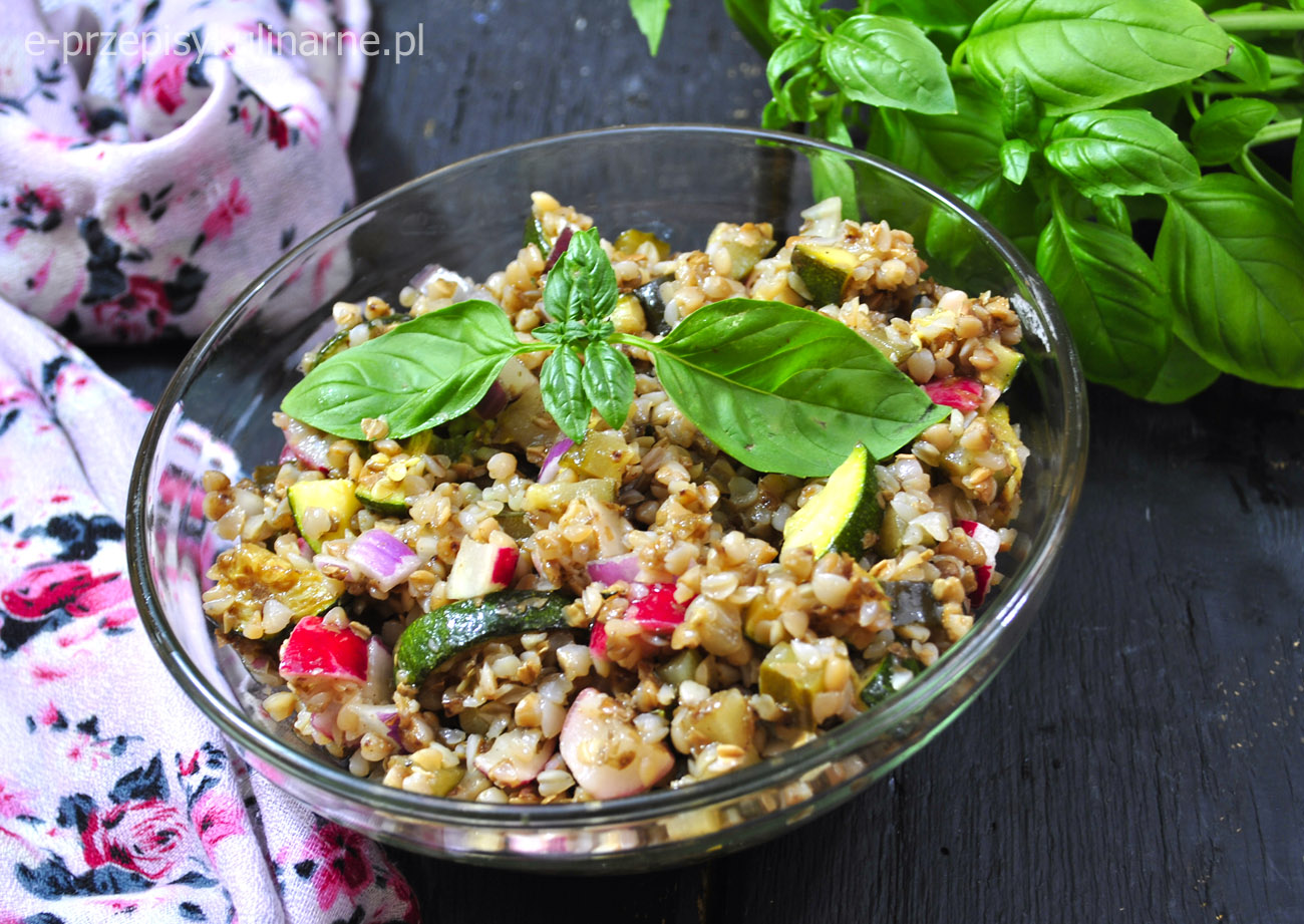 Sałatka z kaszą gryczaną i warzywami (na fit lunch -170 kcal)