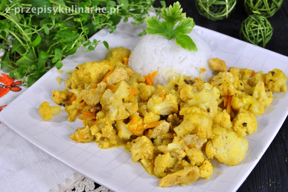 Curry z kalafiorem i kurczakiem