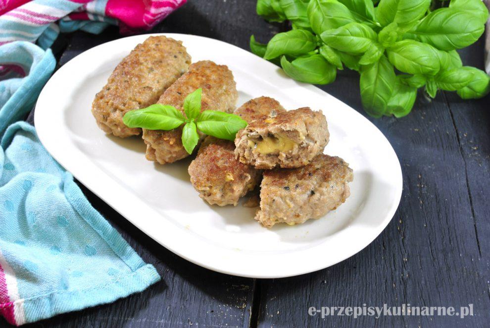 Roladki z mięsa mielonego z pieczarkami i serem żółtym