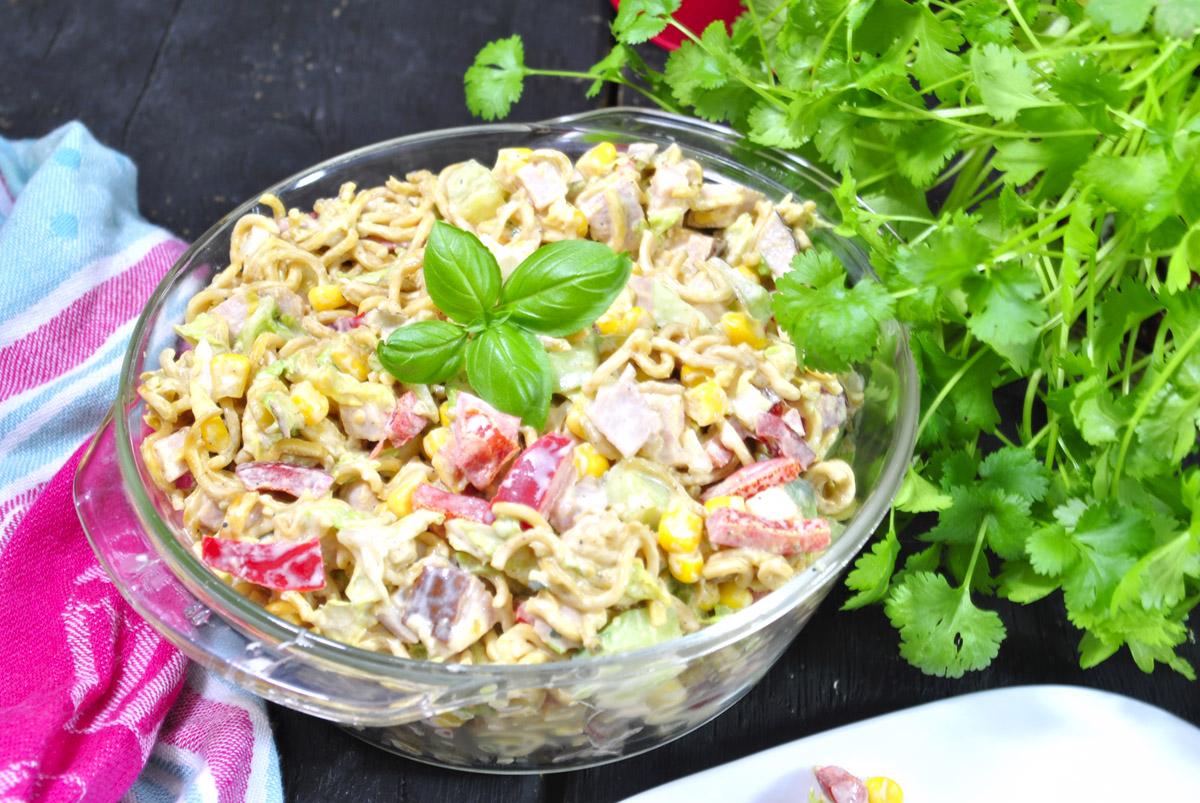 Zdrowa sałatka z zupek chińskich