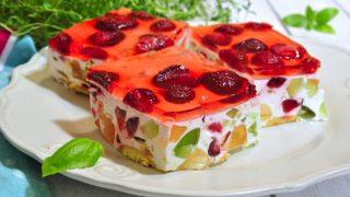 Śmietanowiec z truskawkami - ciasto bez pieczenia