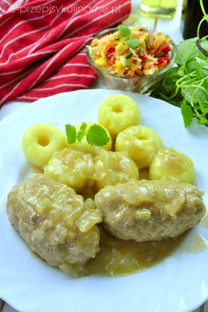 Roladki z mięsa mielonego w sosie