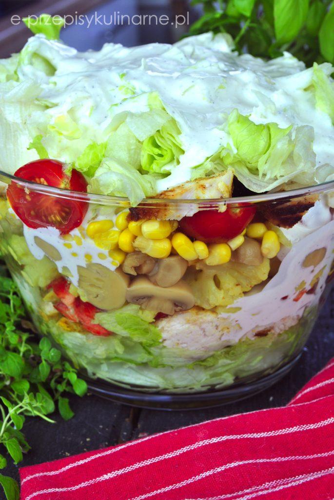 Sałatka warstwowa z kurczakiem curry