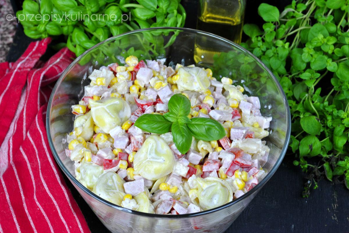 Sałatka z tortellini i ananasem