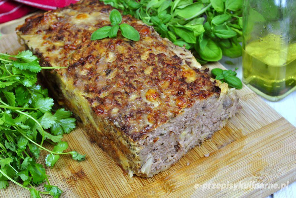 Pieczeń z pieczarkami i serem żółtym