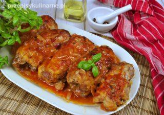 Roladki z karkówki zapiekane w sosie pomidorowym