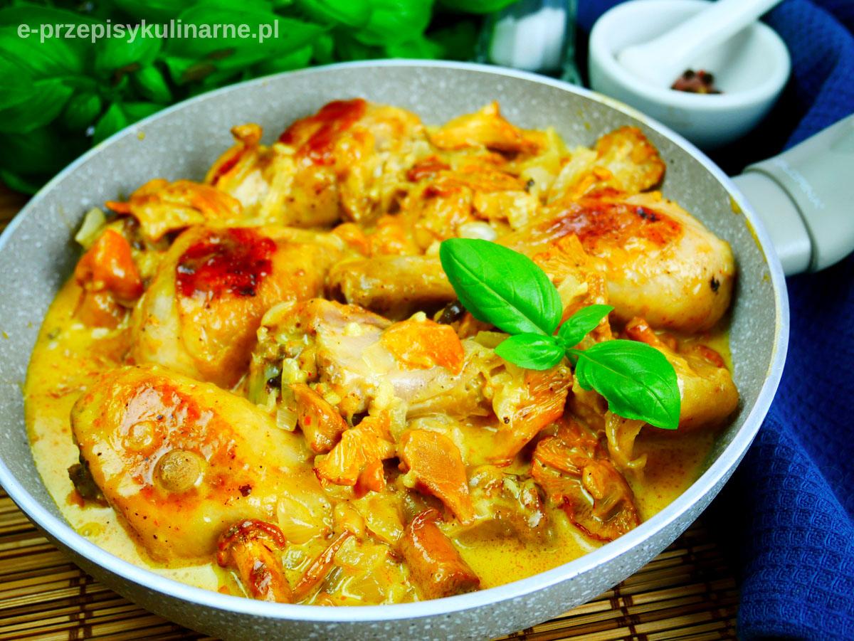 Kurczak z kurkami w sosie śmietanowym – przepis na podudzia z kurczaka