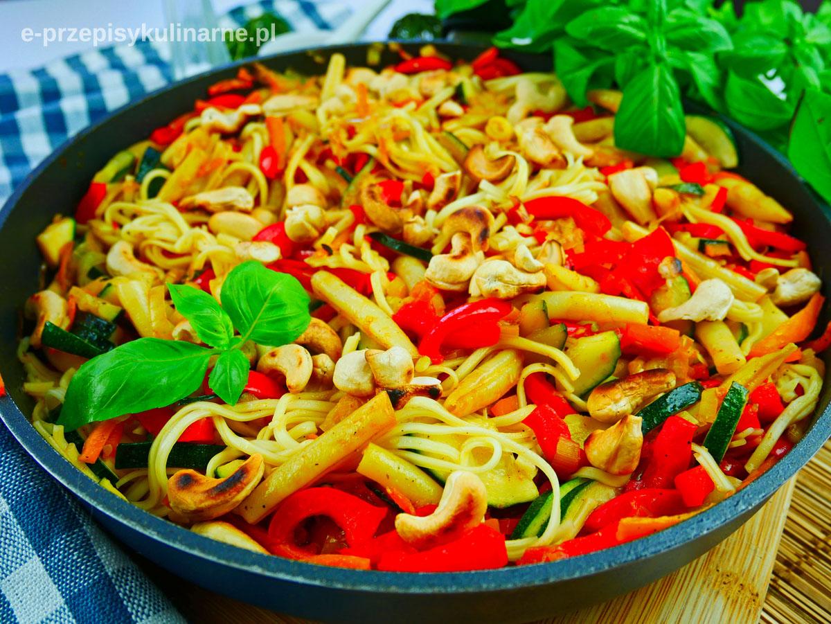 Makaron z warzywami po azjatycku (wege i fit)