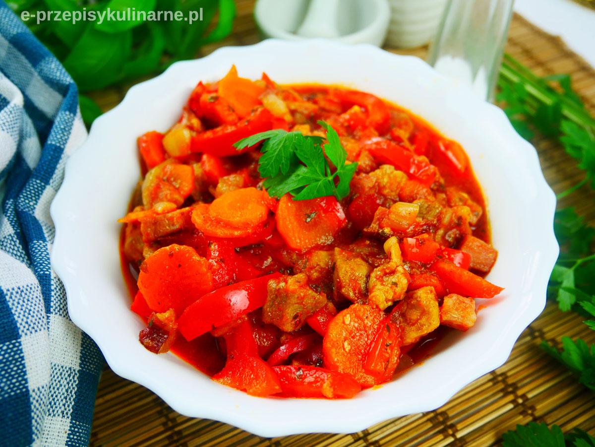 Gulasz po węgiersku – pyszny gulasz wieprzowy z papryką