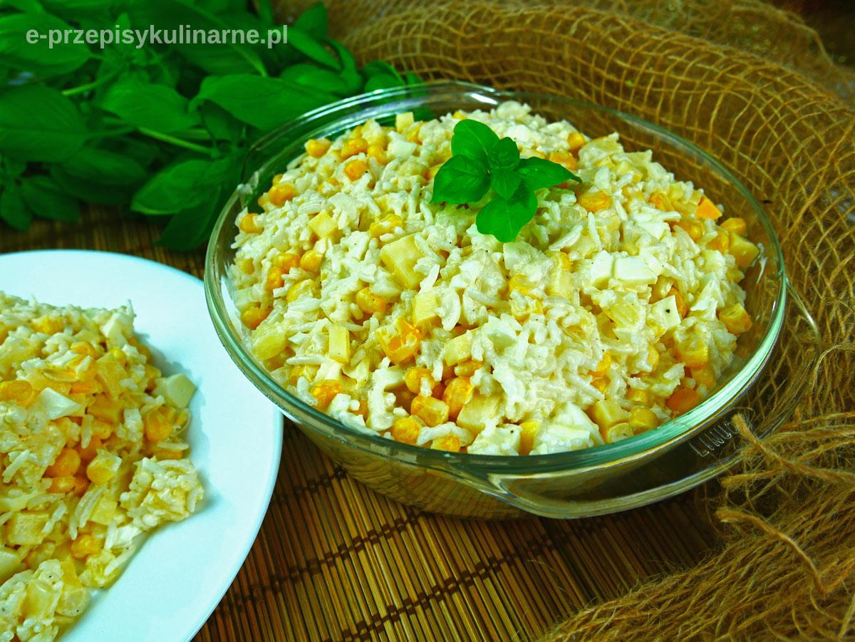 Błyskawiczna sałatka ryżowa z ananasem