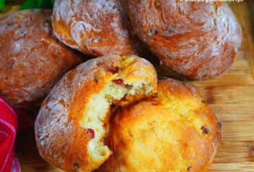 Drożdżowe chlebki ziemniaczane z boczkiem