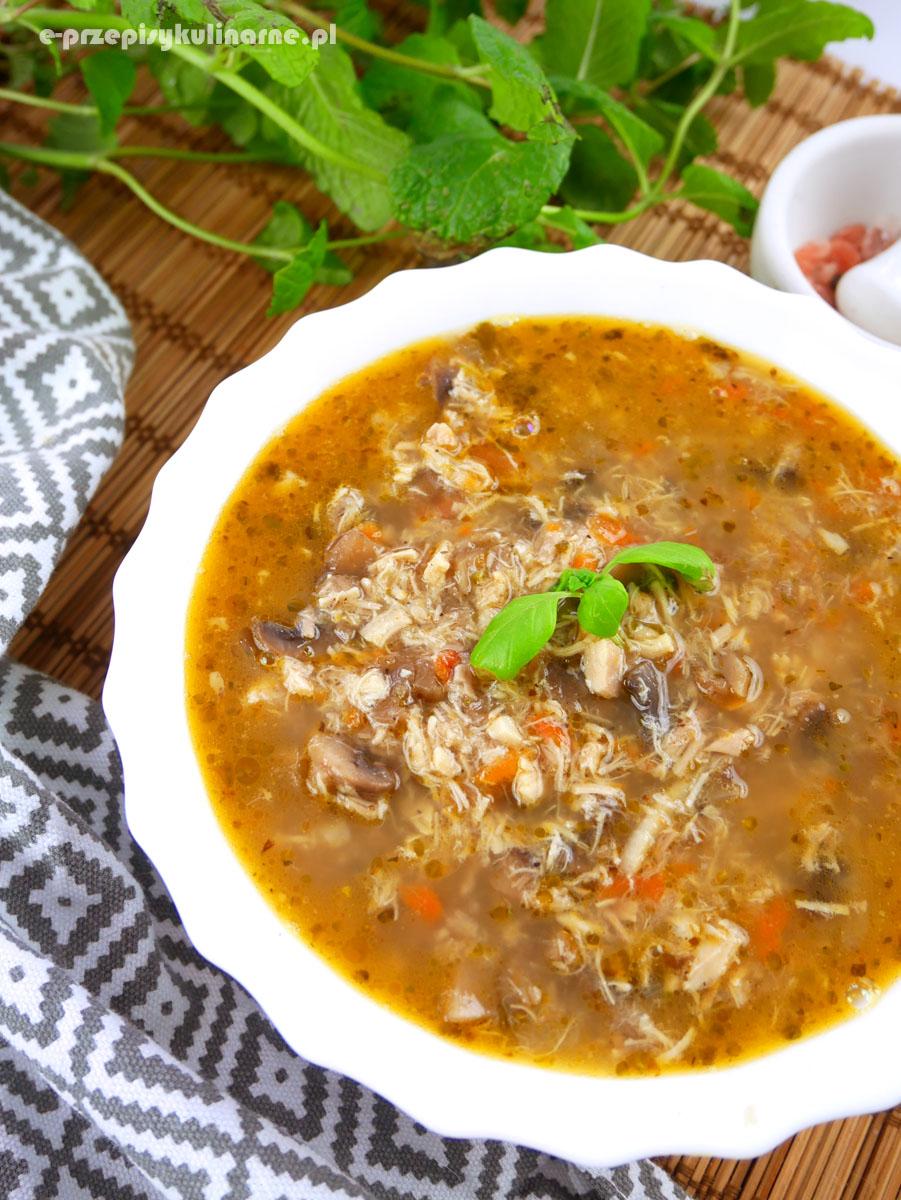 Zupa z kurczakiem i pieczarkami a la flaczki