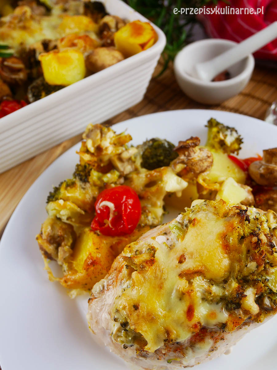 Faszerowana pierś z kurczaka zapiekana z warzywami - przepis na obiad