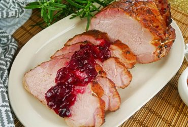Szynka pieczona – pyszne mięso na obiad lub do kanapek