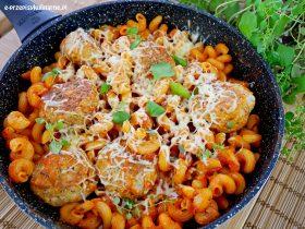 Patelnia Gondoliera - pulpety z makaronem w sosie pomidorowym