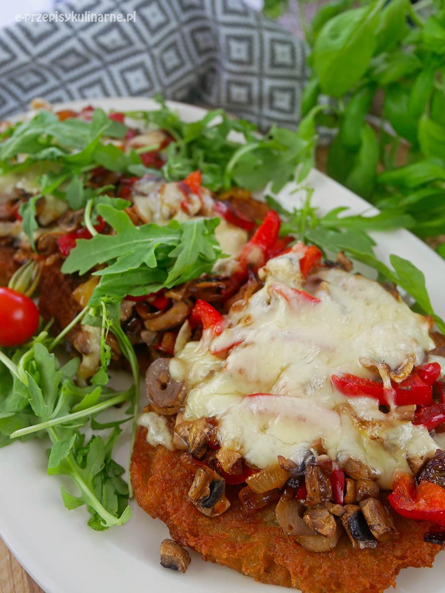 Placki ziemniaczane po kowalsku – zapiekane z serem i pieczarkami