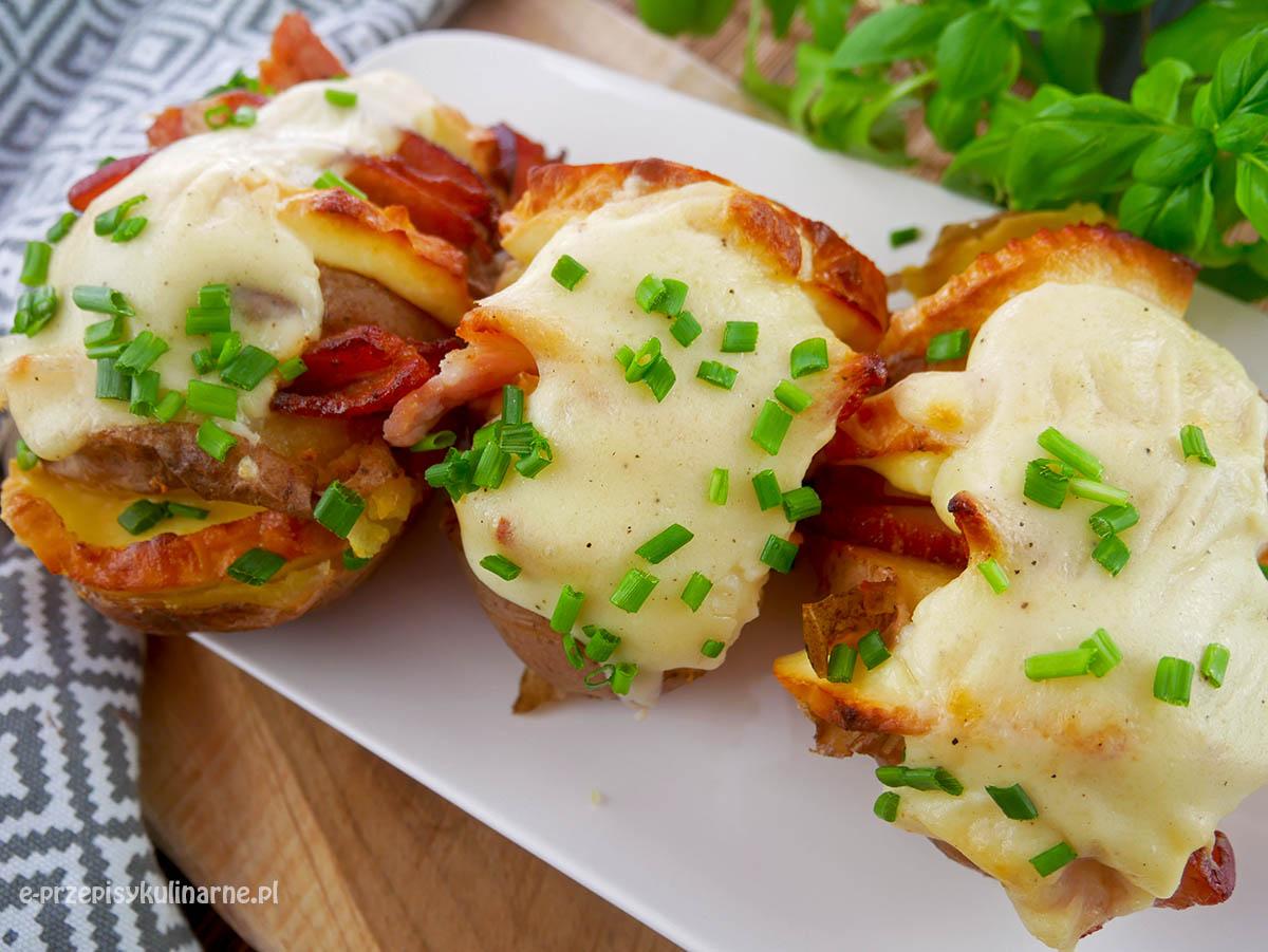 Ziemniaki po góralsku zapiekane z serem i boczkiem
