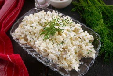 Surówka z kalafiora – bardzo smaczna przekąska z surowego kalafiora